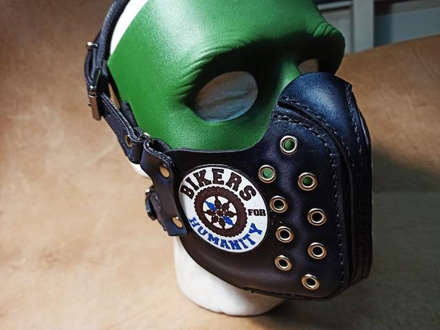 Mască confecționată manual din piele naturală de bovină căptușită cu meșină